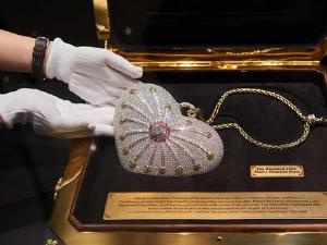 世界最昂贵手包将拍卖 镶嵌上千颗钻石价格创下世界纪录