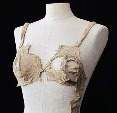 古堡发现15世纪女性内衣裤