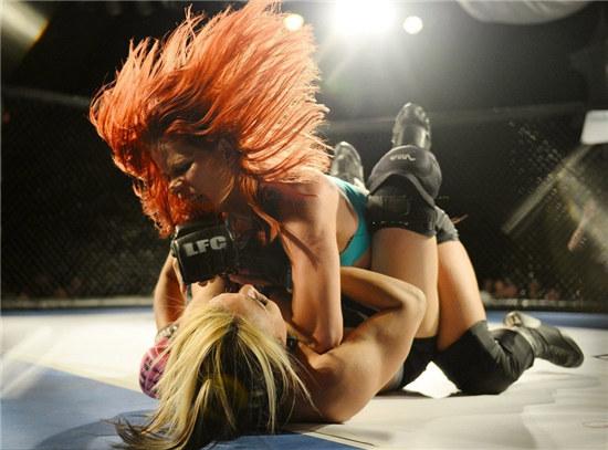美国举行女子内衣搏击赛