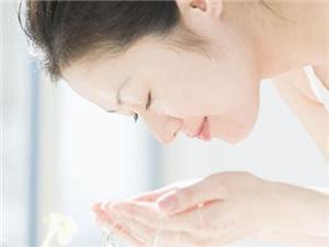 白醋洗脸有什么好处 白醋洗脸的功效及注意事项要牢记