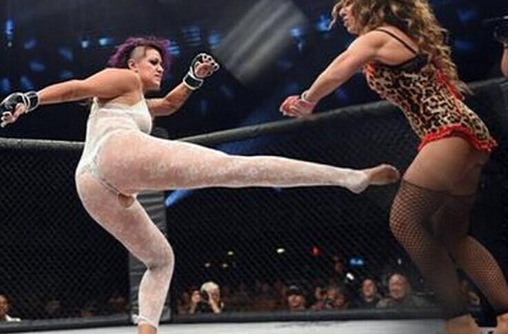 女子内衣搏击赛选手贴身互殴